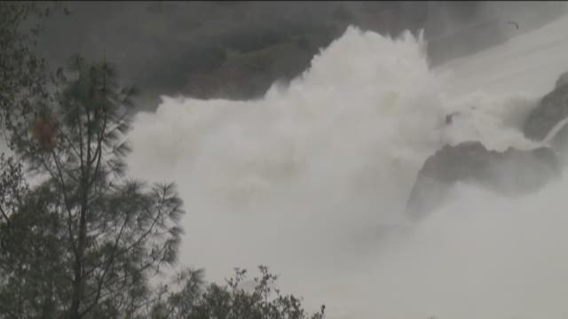 More rain threatens Oroville dam
