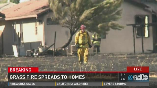 Grass fire threatens multiple homes