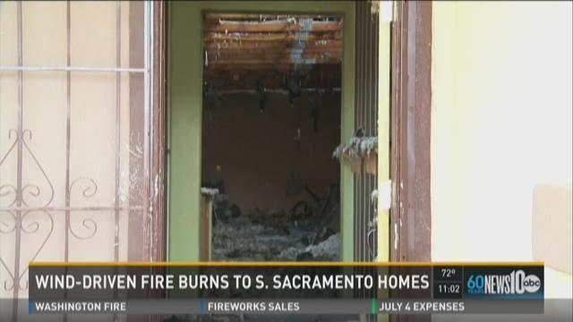 Field fire spreads to 2 Sacramento homes